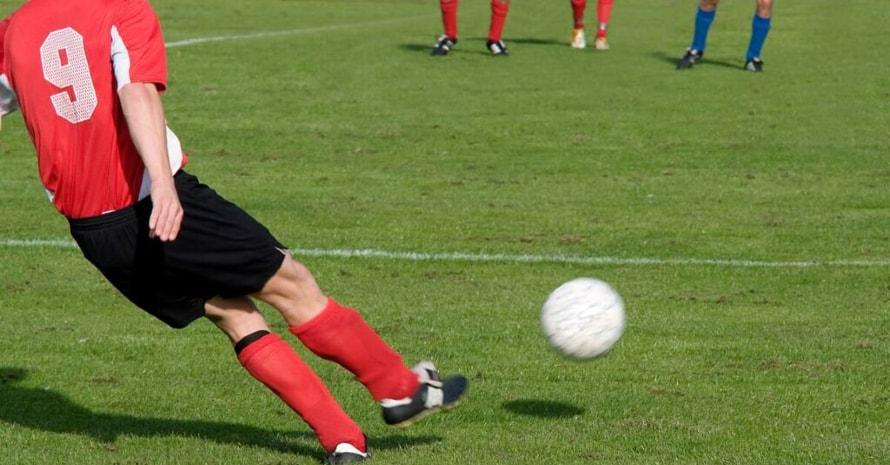 Center Midfielder pass the ball